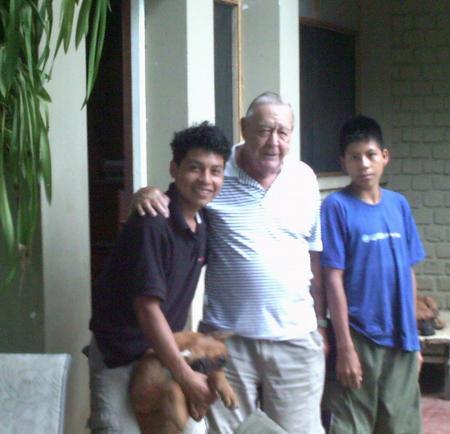 Avec le padre Mariano